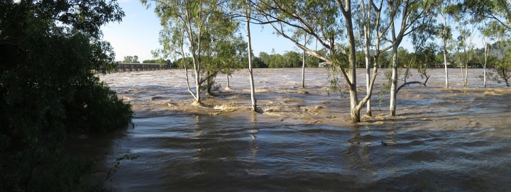floodwaters-2210270_960_720