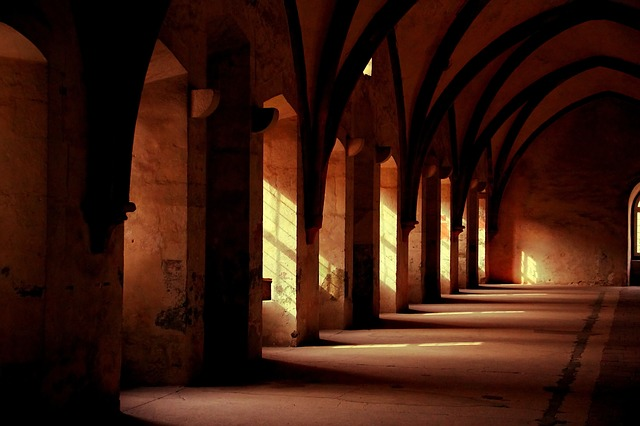 monastery-569368_640